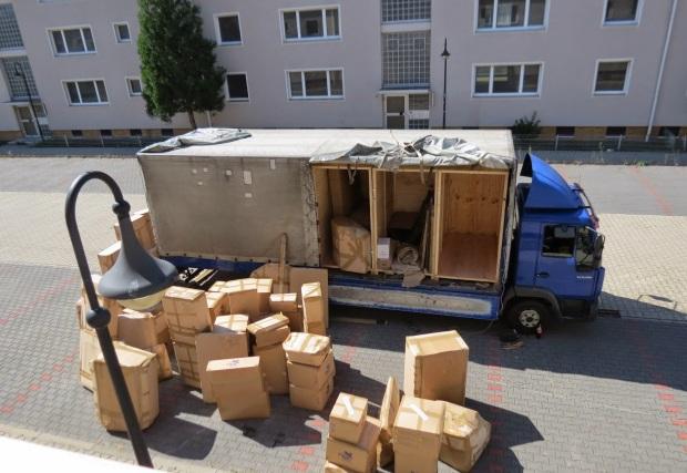 Kết quả hình ảnh cho bốc xếp hàng container